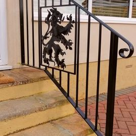 Patterned hand rail